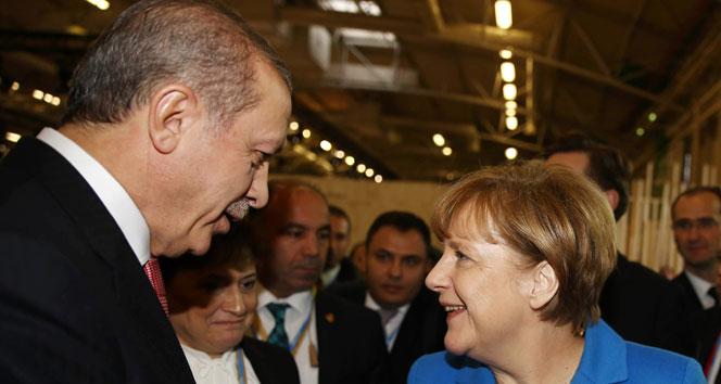 Erdoğan ve Merkel'den kısa süreli sohbet