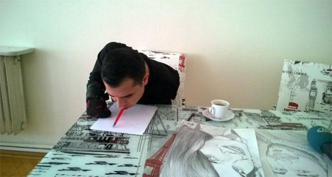 Kolları olmayan ressamın engel tanımayan hayat azmi