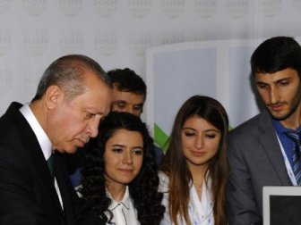 Cumhurbaşkanı Erdoğan Otomobile İmza Attı