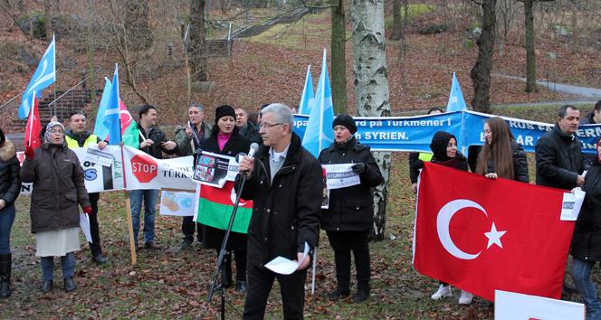 İsveç'te Rus Büyükelçiliği önünde Türkmen protestosu