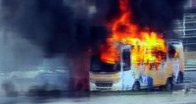AK PARTİ'nin seçim otobüsüne saldırı!
