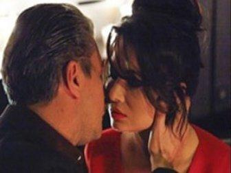 Petekkaya'dan öpüşme krizi açıklaması!