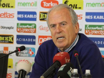 Mustafa Denizli'den yönetime transfer göndermesi