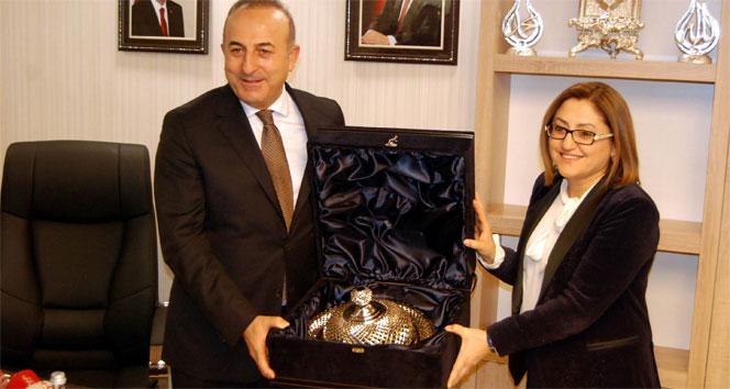 Bakan Çavuşoğlu'ndan Fatma Şahin'e ziyaret
