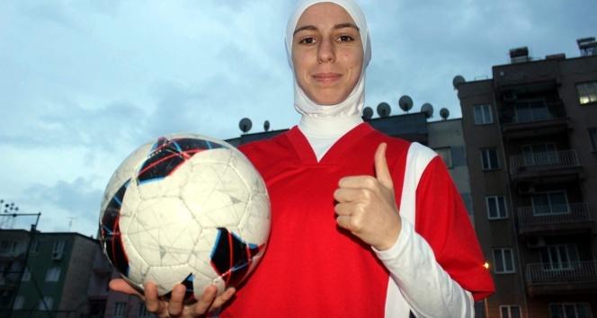 Türkiye'nin ilk başörtülü futbolcusu konuştu