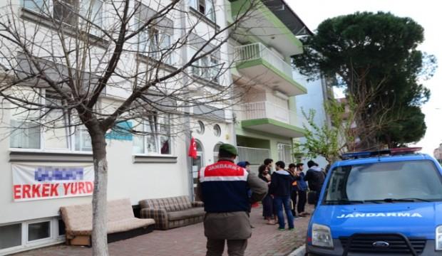 Üniversitelilerin bomba şakası karakolda bitti