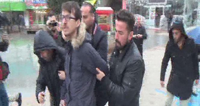 Ankara saldırısından sonra kendini direğe zincirledi