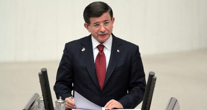 Davutoğlu: 'Bu aziz milletin önünde diz çökeceksiniz'
