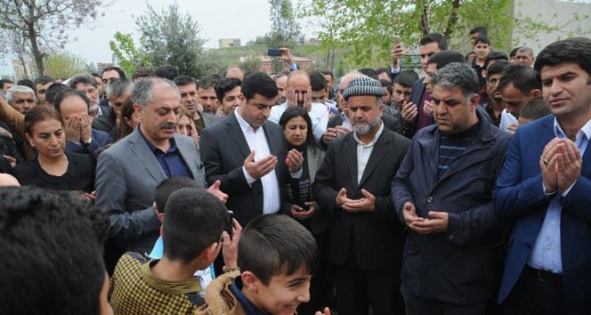Selahattin Demirtaş terörist mezarını ziyaret etti
