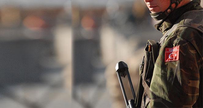 Hakkari'de bina çöktü: 3 asker yaralı