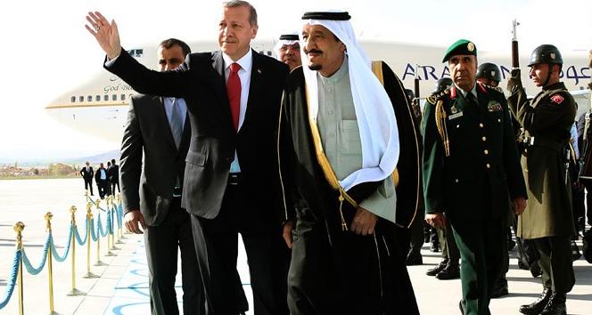 Kral Selman resmi törenle karşılandı