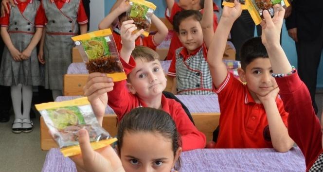 Okullara kuru üzüm dağıtımı başladı.