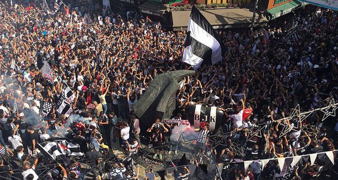 Beşiktaş taraftarları kutlamada