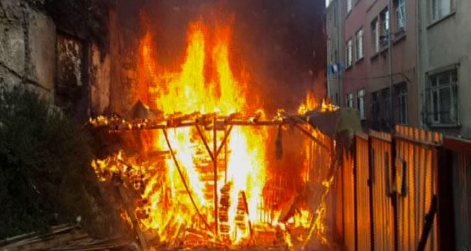 Beyoğlu'nda yangın paniği