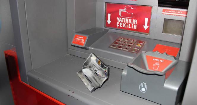 ATM'deki tuzağı öğrenciler fark etti!