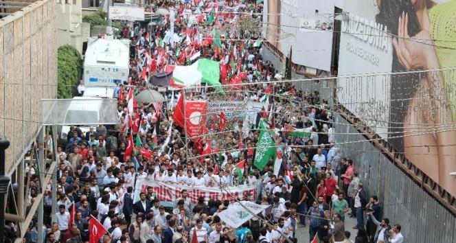 İstanbul'da binlerce kişi Mavi Marmara için yürüdü