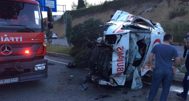 Hasta nakli yapan ambulans takla attı!