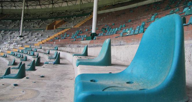 Atatürk Stadı'nın yıkımına başlandı