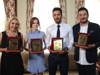 """Kiralık Aşk ve Oyuncularına """"En İyiler"""" Ödülü"""