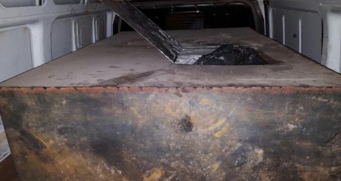 Bomba yüklü minibüste tam 1 ton patlayıcı tespit edildi