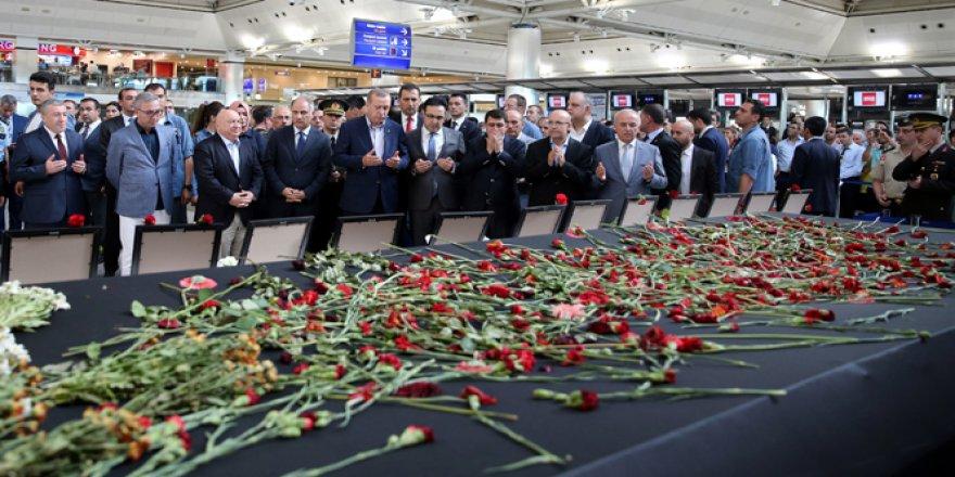 Erdoğan saldırının olduğu yerde incelemelerde bulundu