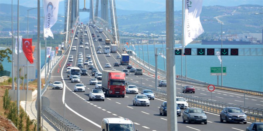 Dönüş yoğunluğu Osmangazi Köprüsü'nde böyle görüntülendi!