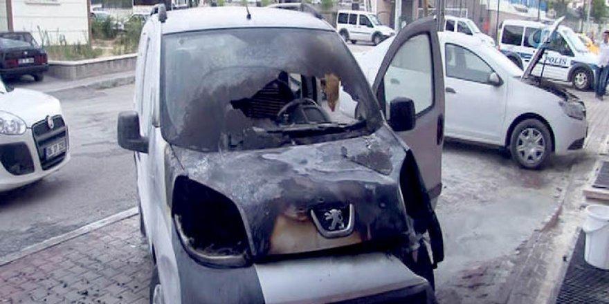 Başkent'te araçlar kundaklandı