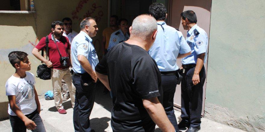 Amasya'da bir apartmanın giriş katında  sır ölüm!