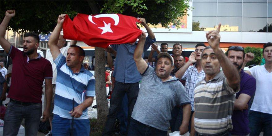 HDP'nin basın açıklamasına Türk bayraklı protesto!