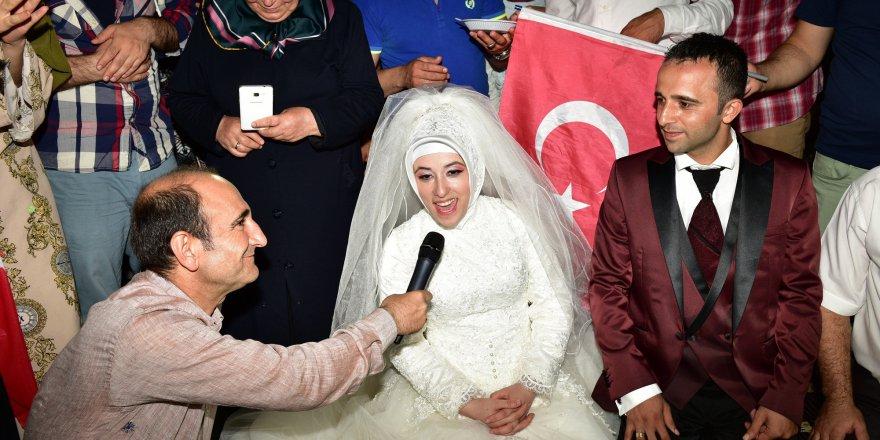 """Meydanda """"demokrasi nikahı"""""""
