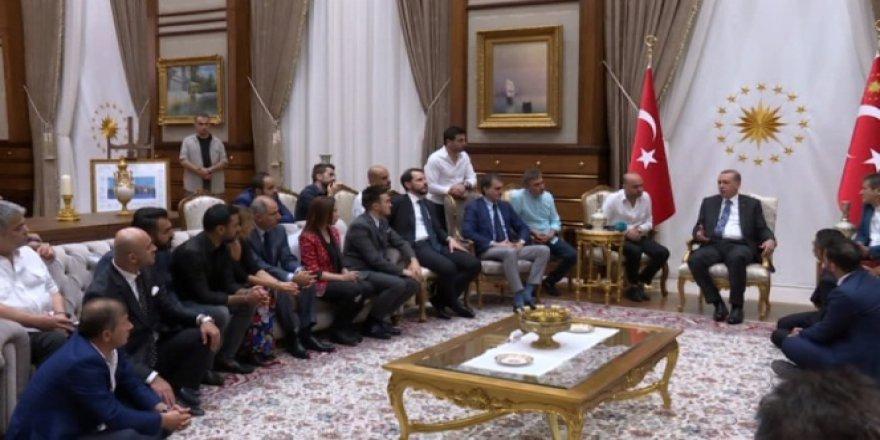 Erdoğan Ünlü isimleri konuk etti!