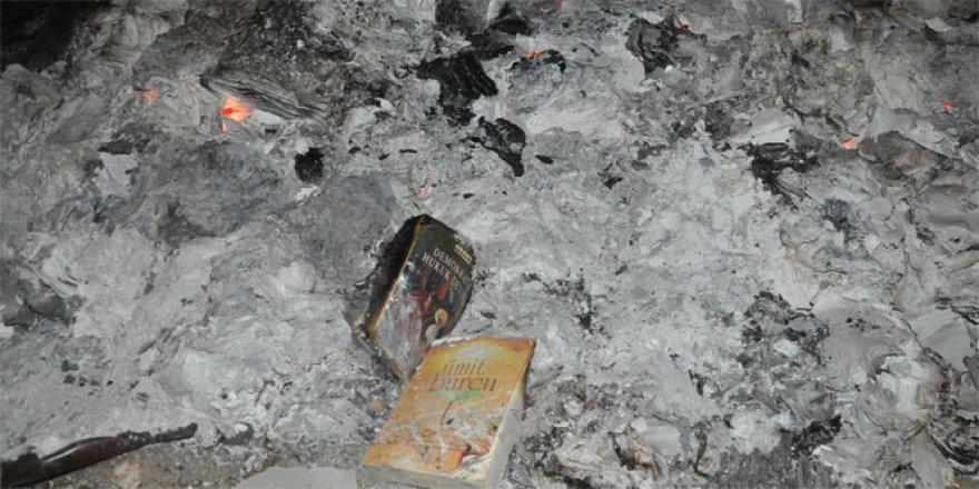 FETÖ'nün yüzlerce kitabı kül oldu