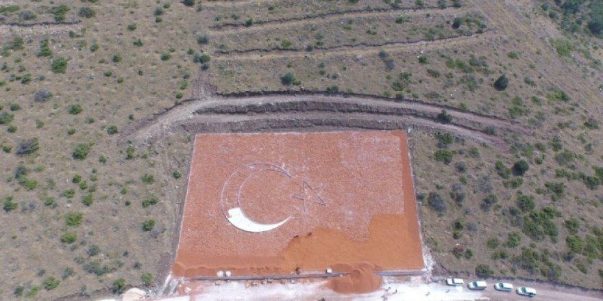 İç Anadolu'nun en büyük Türk bayrağı şekilleniyor