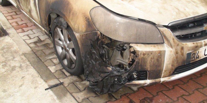 Eski koca eşinin aracını yaktı
