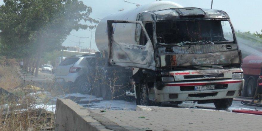 Şanlıurfa'da trafikte alev alan araç korku saçtı!