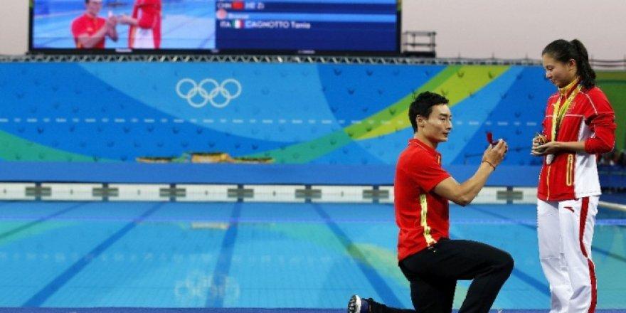 Rio'da Çinli He Zi'ye sürpriz evlilik teklifi