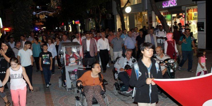 Yalova'da depremin 17. yıldönümünde sessizce yürüdüler