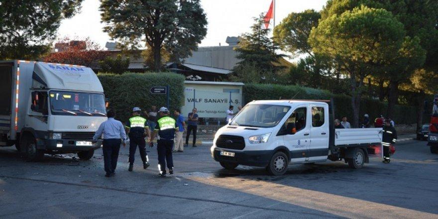 Manisa'da zincirleme kaza: 13 yaralı!