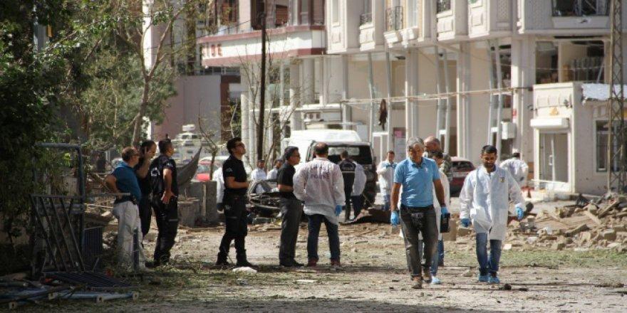 Van'daki saldırının izleri gün ağarınca ortaya çıktı