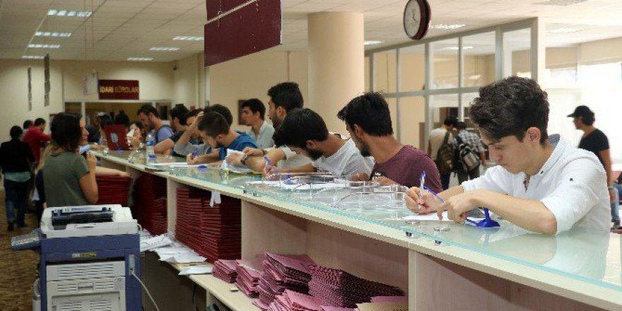 Karabük Üniversitesi'ne 9 Bin Yeni Öğrenci Kayıt Oldu
