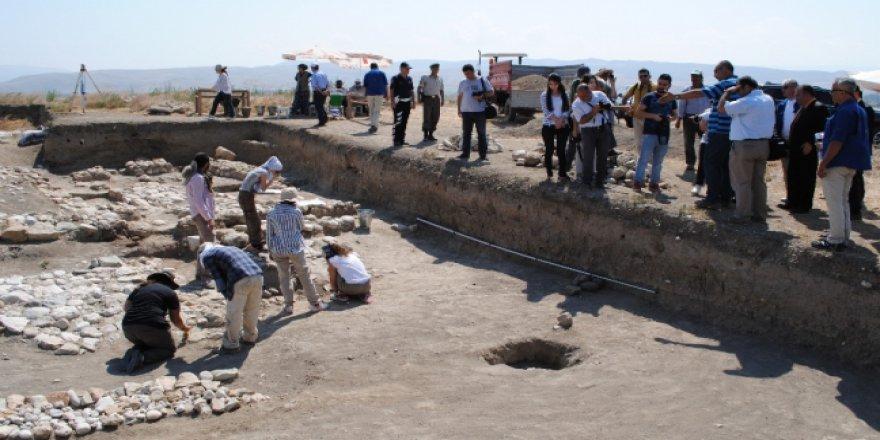 Amasya'da 2 bin 400 yıllık tapınak bulundu