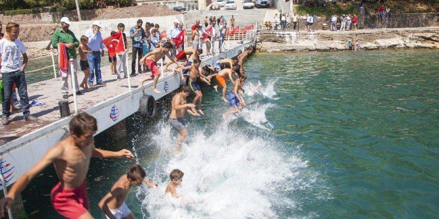 Van Gölü'nde Yüzme Yarışmaları coşkusu!