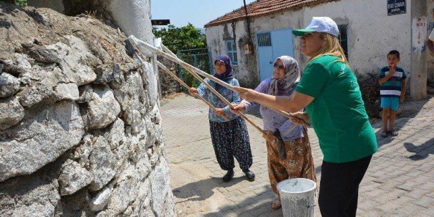 Urla'da Sokak Boyama Şenliği Var
