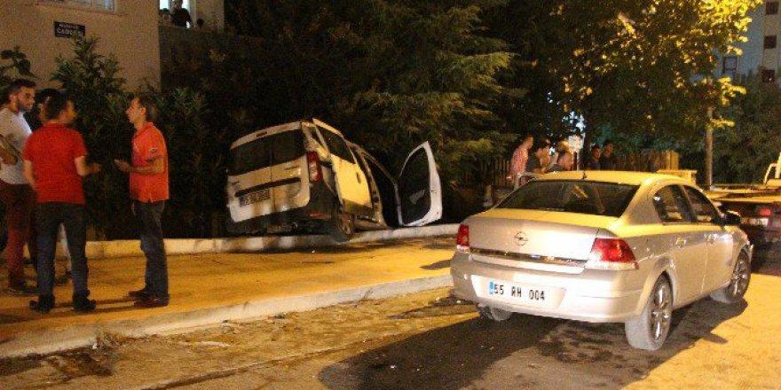 Samsun'da Otomobil Evin Bahçesine Girdi: 1 Yaralı