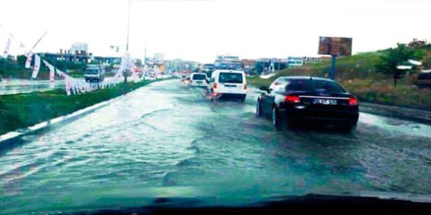 Ankara'da Sağanak Yağmur Hayatı Olumsuz Etkiledi