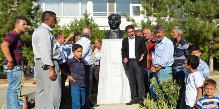 Malatya'da Atatürk büstüne çirkin saldırı!