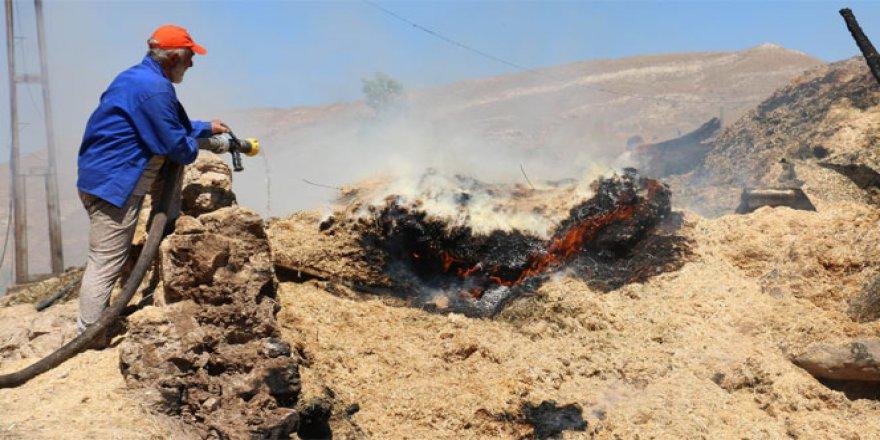 Sivas, Tepeönü köyünde yangın! 3 ahır, 2 samanlık ve köy konağı kül oldu..