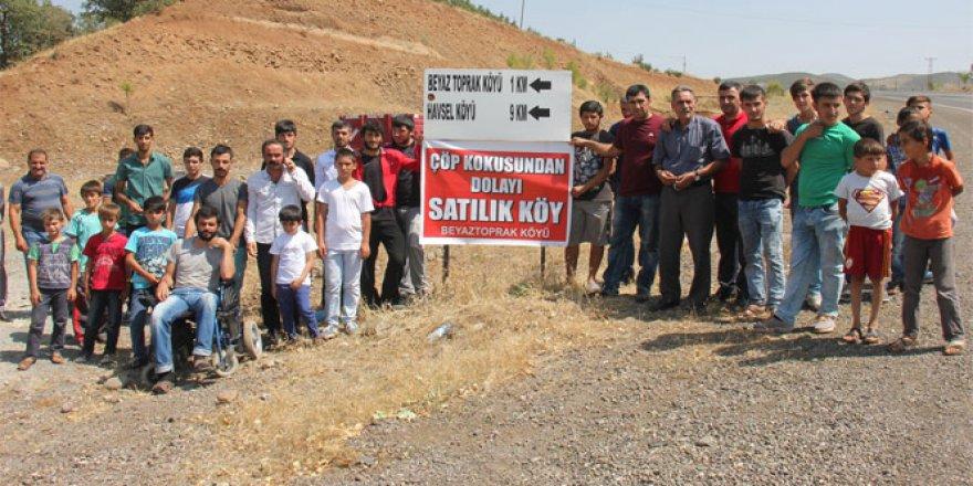 Bingöl'de 'Çöp kokusundan dolayı köy satılıyor'!