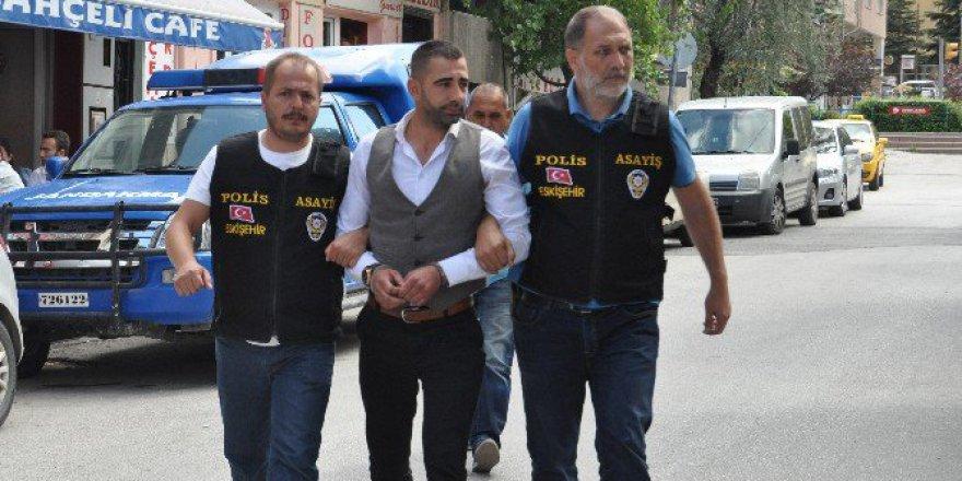 Eskişehir, Osmangazi'de Gazeteciyi Darp Eden Şüpheli Adliyede