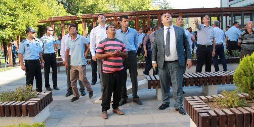 Kayseri'de İntihar Girişimini Tiyatro İzler Gibi İzlediler